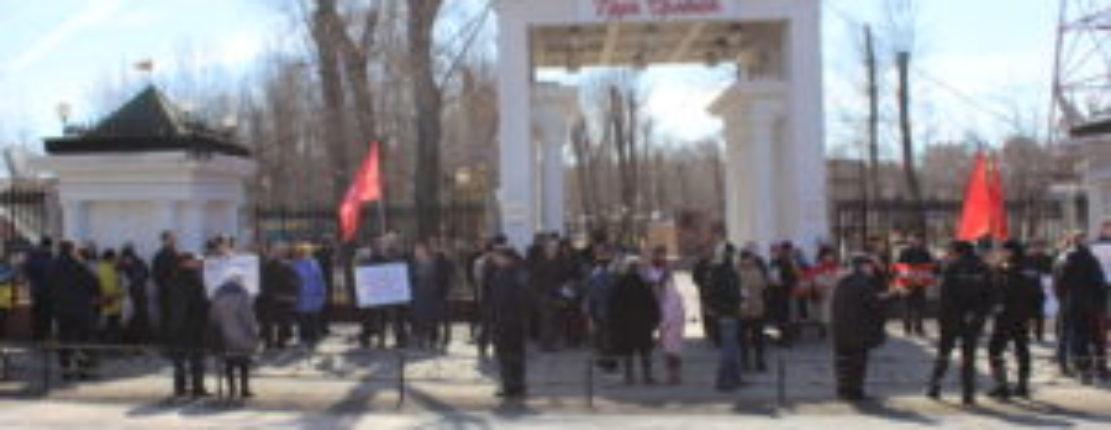 ПИКЕТ КПРФ В АБАКАНЕ СОБРАЛ БОЛЬШЕ СОТНИ ЧЕЛОВЕК