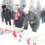 Сегодня, в день смерти Владимира Ильича Ленина, коммунисты ХРО КПРФ возложили цветы и венки к памятникам вождю мирового пролетариата