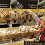 Нас ждет дефицит зерна и рост цен на хлеб — Валентин Катасонов